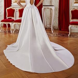 Свадебное платье со шлейфом коллекция 2016