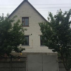 Продается 2-этажный кирпичный жилой дом в г. Пинске